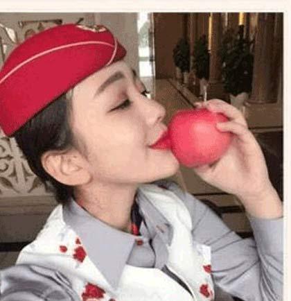 سیب های 20 دلاری که لب دختر آن ها را بوسیده است (عکس)
