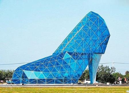 کلیسای جالب شبیه کفش مجلسی زنانه (+عکس)