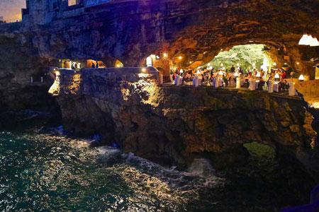 رستورانی رویایی در دل صخره های آهکی (عکس)