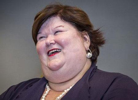 چاق ترین وزیر بهداشت زن جهان را بشناسید (عکس)