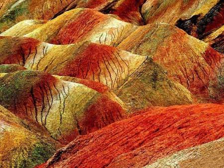 عکسهای زیبا از صخره های شگفت انگیز رنگی در چین