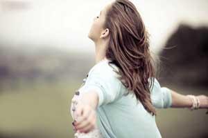 نوشته زیبا: آغوشت را به سوی مهربانی باز کن!