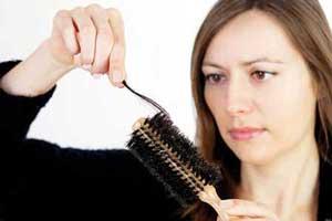 عمده ترین دلایل ریزش مو در خانم های باردار + راه درمان