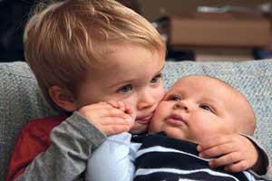 چکار کنیم که فرزند اول به فرزند دوم حسادت نکند؟