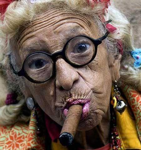پیرزنی که تابحال رابطه جنسی نداشته و باکره مانده است (عکس)
