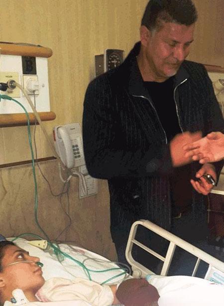 گریه های علی دایی در عیادت از سارا عبدالملکی در بیمارستان
