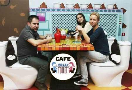 رستورانی جالب و باحال شبیه به توالت! (عکس)
