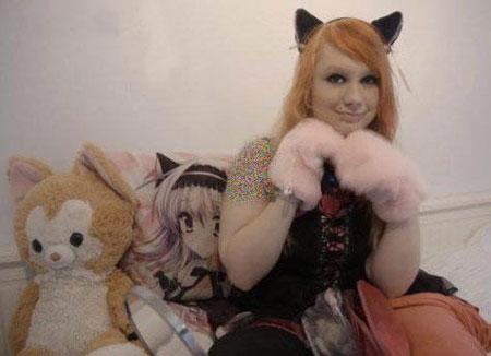 دختر عجیب 20 ساله از خانواده گربه سانان (عکس)