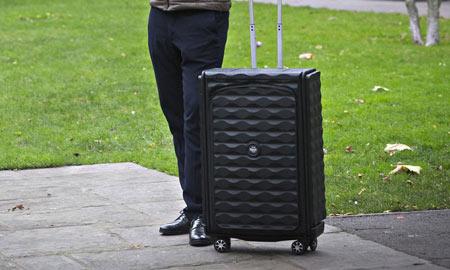 اختراع اولین چمدان هوشمند جالب در دنیا (عکس)