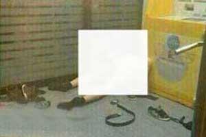 جنجال رابطه جنسی زن و مردی کنار دستگاه خود پرداز (عکس)