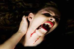 زوج خون آشام در اقدامی عجیب جنجال به پا کردند (عکس)