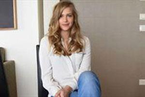 دختر مدلینگ که بخاطر زشت شدن از کار اخراج شد (عکس)