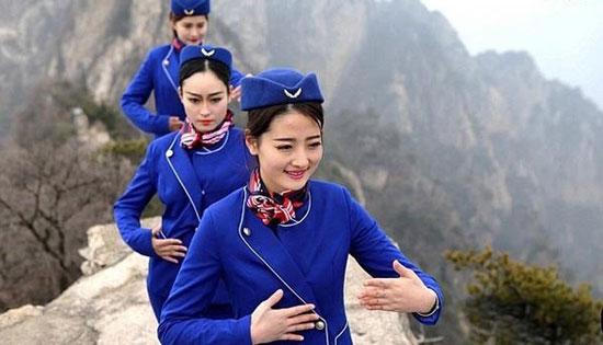 آموزش عجیب به دختران کادر پرواز در چین! (عکس)