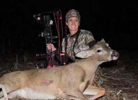 دختری که لقب قاتل حیوانات را به خود گرفت (عکس)