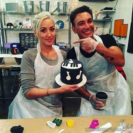 شادمهر عقیلی و همسرش در حال پختن کیک (عکس)