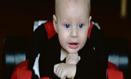 حک شدن عجیب عدد 12 بر روی پیشانی این نوزاد (عکس)