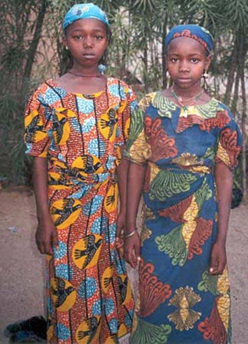 سنت دردناک و باورنکردنی اتو کردن سینه دختران (عکس)