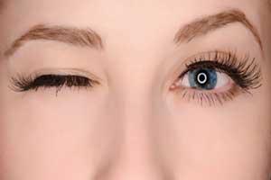 دلیل پریدن پلک و راه درمان آن