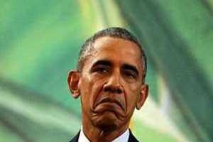 زن ایرانی با حجاب در حال پیچاندن گوش اوباما (عکس)