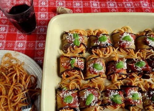 چگونه اسپاگتی با رول بادمجان درست کنیم؟
