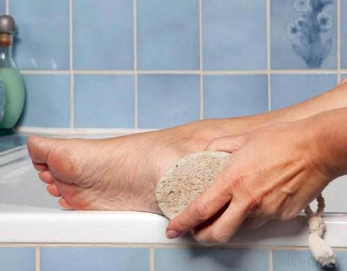 درمان این بیماری ها با سنگ پا