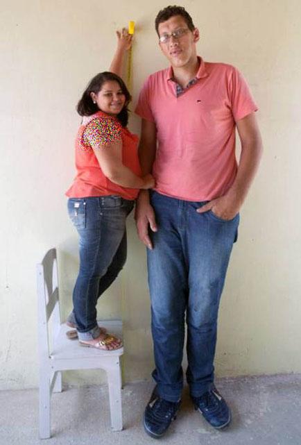 ازدواج جالب دختر 145سانتی با پسر 233 سانتی (عکس)