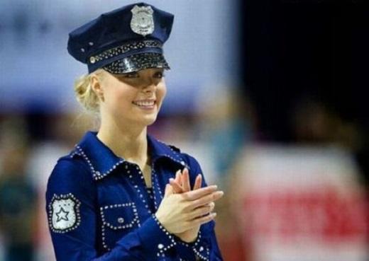 زیباترین دختر دنیا رقصنده ی رو یخ است (عکس)