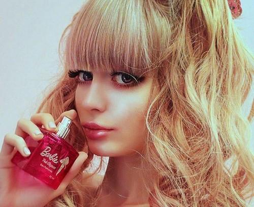 این دختر زیباترین و جذابترین باربی دنیا است (عکس)  این دختر زیباترین و جذابترین باربی دنیا است (عکس) 1462904859 irannaz com