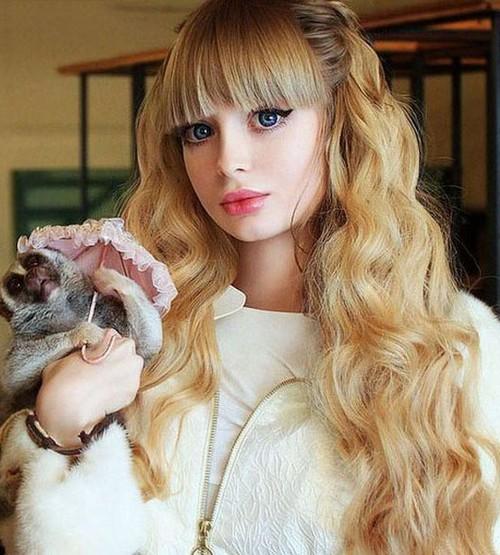 این دختر زیباترین و جذابترین باربی دنیا است (عکس)  این دختر زیباترین و جذابترین باربی دنیا است (عکس) 1462904875 irannaz com