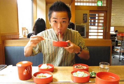 فرهنگ ژاپن و 10 آداب و رسوم عجیب آنها (عکس)  فرهنگ ژاپن و ۱۰ آداب و رسوم عجیب آنها (عکس) 1463228986 irannaz com