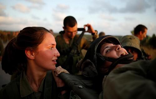خدمت سربازی باورنکردنی دختران در اسرائیل (عکس)  خدمت سربازی باورنکردنی دختران در اسرائیل (عکس) 44 9