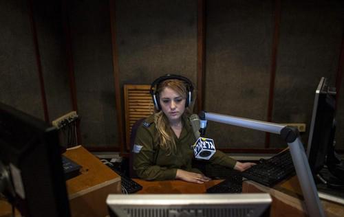 خدمت سربازی باورنکردنی دختران در اسرائیل (عکس)  خدمت سربازی باورنکردنی دختران در اسرائیل (عکس) 45 9