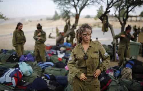 خدمت سربازی باورنکردنی دختران در اسرائیل (عکس)  خدمت سربازی باورنکردنی دختران در اسرائیل (عکس) 46 8