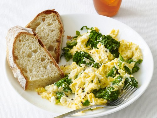 چگونه تخم مرغ و کلم بروکلی درست کنیم؟  چگونه تخم مرغ و کلم بروکلی درست کنیم؟ 63 1