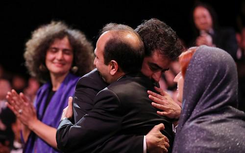 شهاب حسینی در لحظه ی جنجالی دریافت جایزه (عکس)
