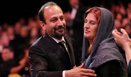اصغر فرهادی برنده ی جایزه بهترین فیلمنامه کن شد (عکس)  اصغر فرهادی برنده ی جایزه بهترین فیلمنامه کن شد (عکس) 73 1