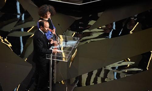 اصغر فرهادی برنده ی جایزه بهترین فیلمنامه کن شد (عکس)  اصغر فرهادی برنده ی جایزه بهترین فیلمنامه کن شد (عکس) 81