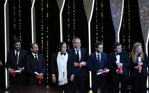 اصغر فرهادی برنده ی جایزه بهترین فیلمنامه کن شد (عکس)  اصغر فرهادی برنده ی جایزه بهترین فیلمنامه کن شد (عکس) 82