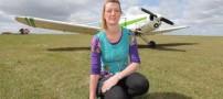 این خانم اگر پرواز نکند حالش بد میشود (عکس)