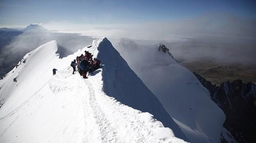گروه کوهنوردی حرفهای زنان با دامن چیندار (عکس)