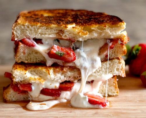 طرز تهیه ساندویچ موزارلای گریل شده