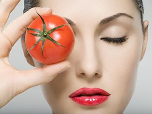رفع گودی زیر چشم با ماسک گوجه