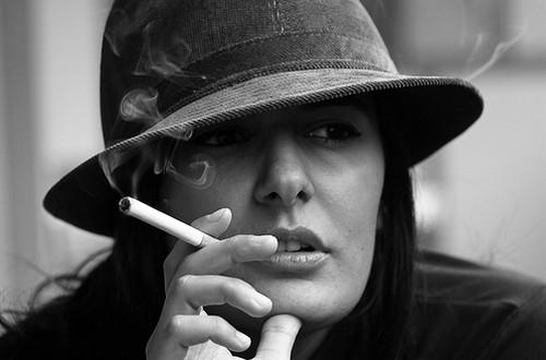 این خطرات زنان سیگاری را تهدید می کند!!