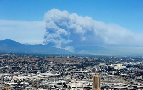 عکس هایی دردناک از آتش گرفتن جنگل های کالیفرنیا