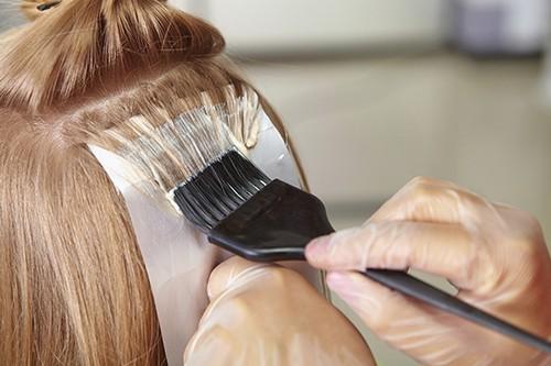 هنگام رنگ کردن ریشه موها این نکات را بخوانید!!