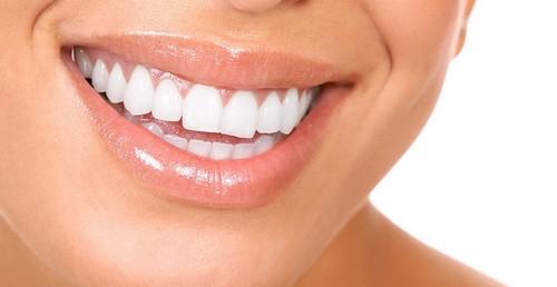 جرم گیری دندان با این محلول خانگی