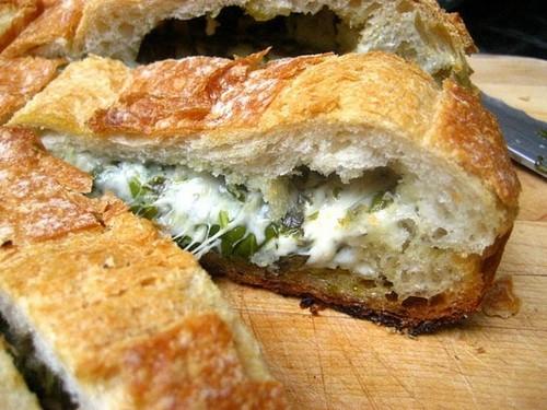طرز تهیه نان شکم پر با خمیر جادویی