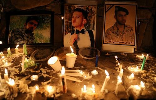 عکس هایی دردناک از یادبود مردمی برای سربازان