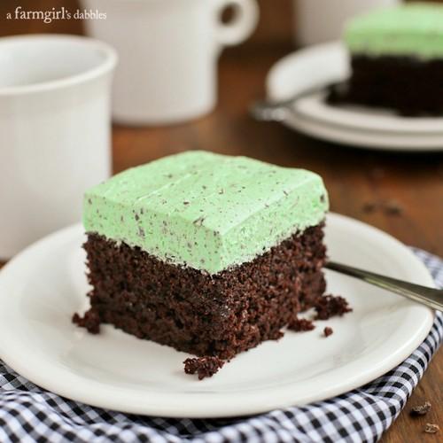 طرز تهیه کیک شکلاتی با روکش نعنا