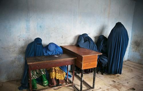 تصاویر دردناک از زخمهایی بر تن زنان افغان  تصاویر دردناک از زخمهایی بر تن زنان افغان 21 1